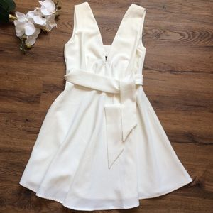 Lulus white v neck flare dress with tie S